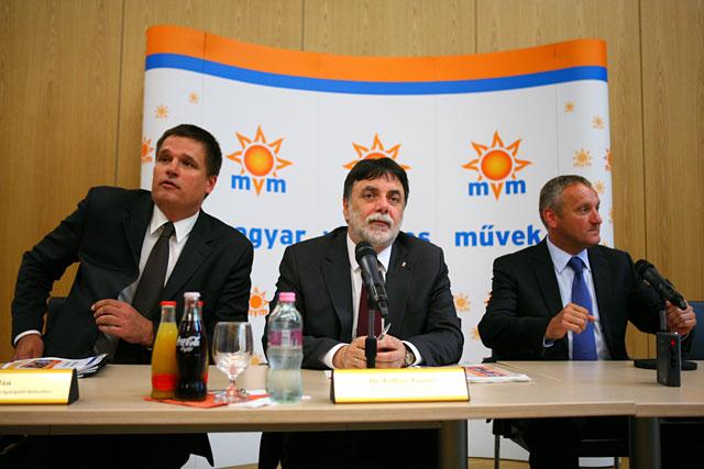A sorsolási bizottság (Fotó: origo.hu)