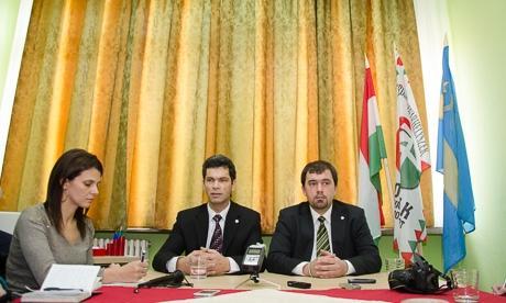 Nemes Csaba Zoltán, az udvarhelyszéki Jobbik szervezője (balra) és Szávay István, a Jobbik Magyarországért Mozgalom Nemzetpolitikai Kabinetjének elnöke. Fotó: uh.ro