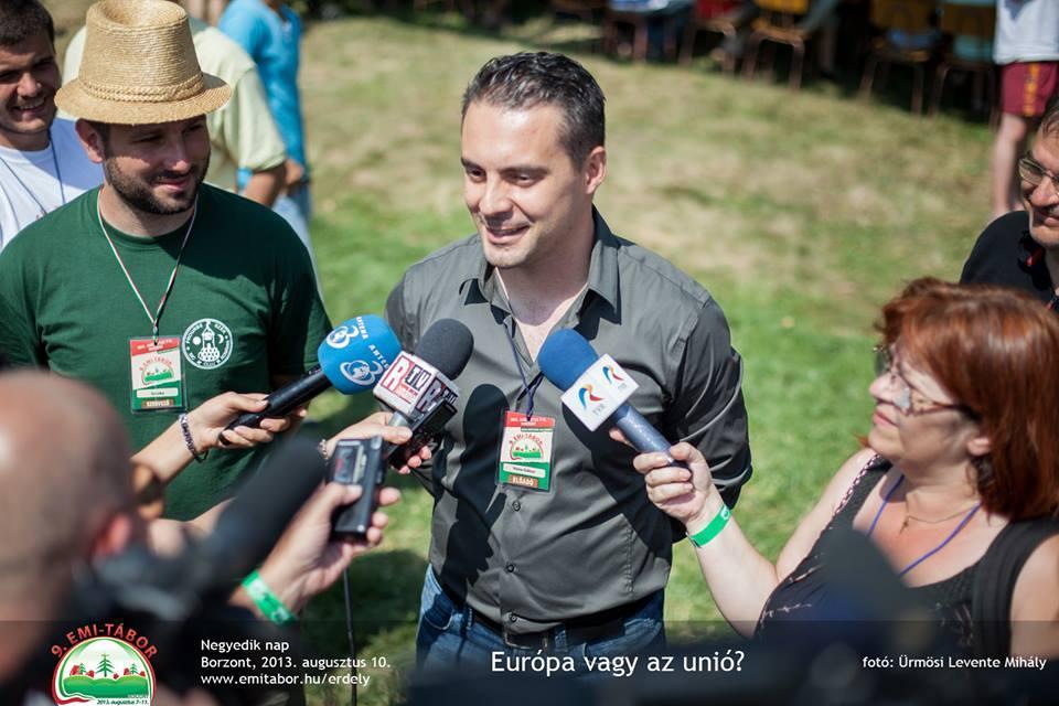 Vona Gábor nyilatkozik a 2013-as EMI táborban.