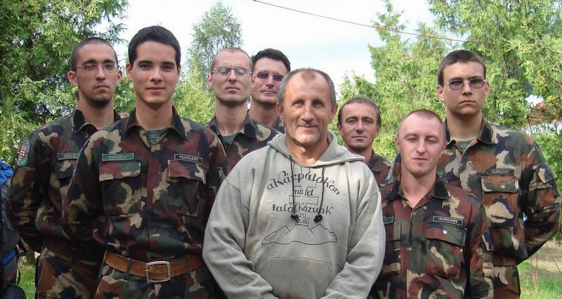 A 3. EMI táborban a Székey-Magyar Nemzetőrség tagjai reggeli tornát, majd önvédelmi edzéseket is tartottak. Fotó: emitabor.hu