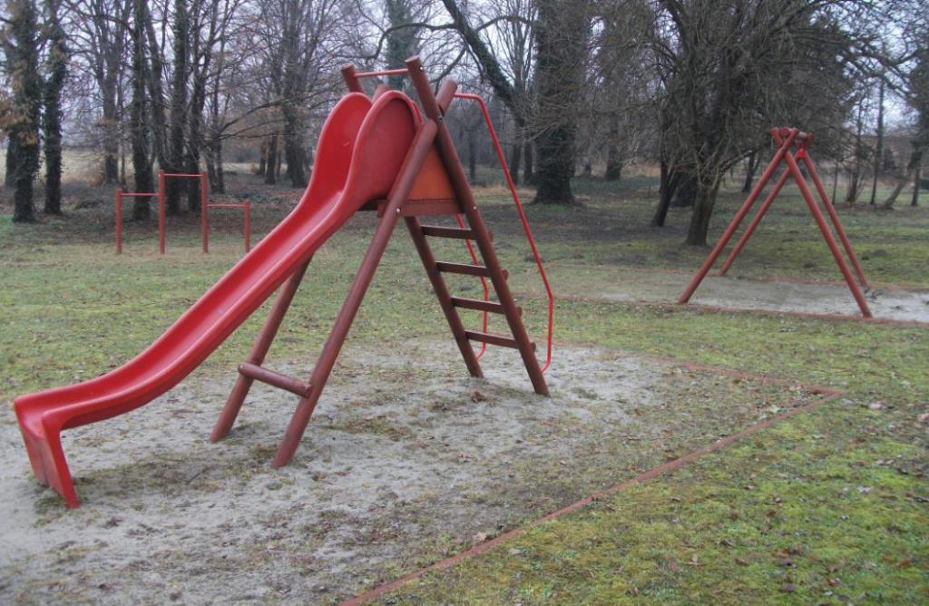Csákány játszótere